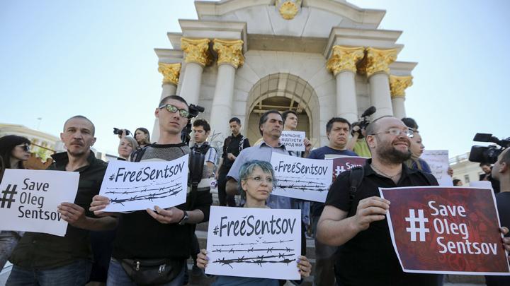 «В Крым на танках»: Откровения Сенцова подпортили карму либералам