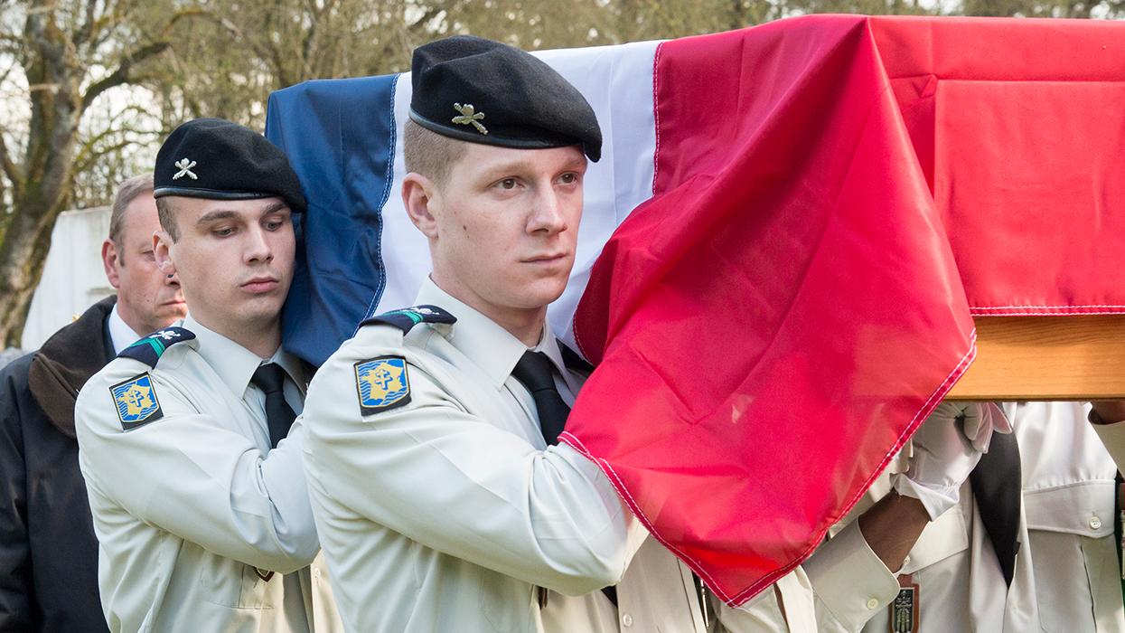 Церемония в военном некрополе в Сент-Илер-ле-Гран