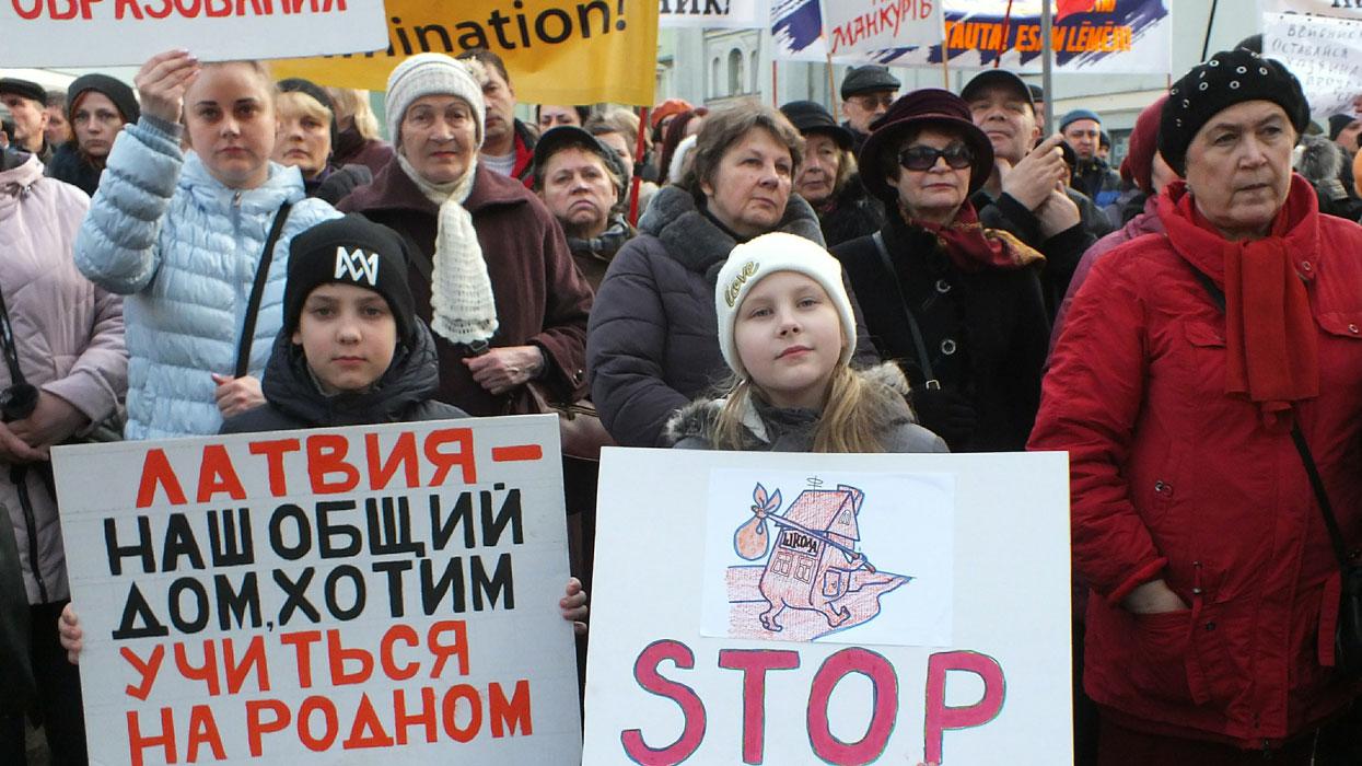 митинги в Латвии