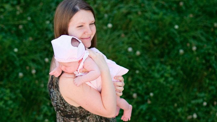 Рождаемость в России продолжает уменьшаться. Как стране не остаться без населения