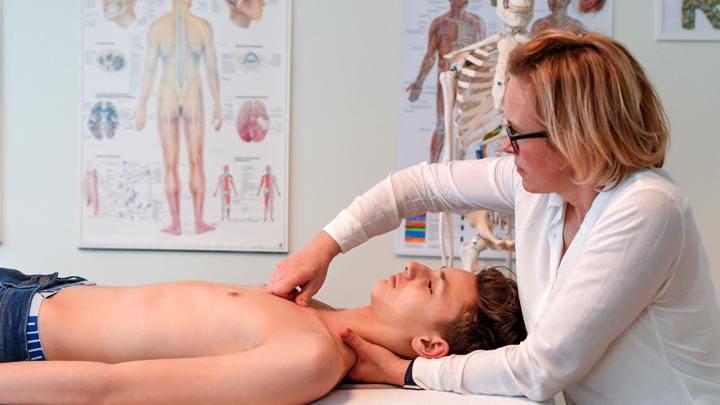 «Давайте жить дружно»: Малышева неуклюже оправдалась перед остеопатами