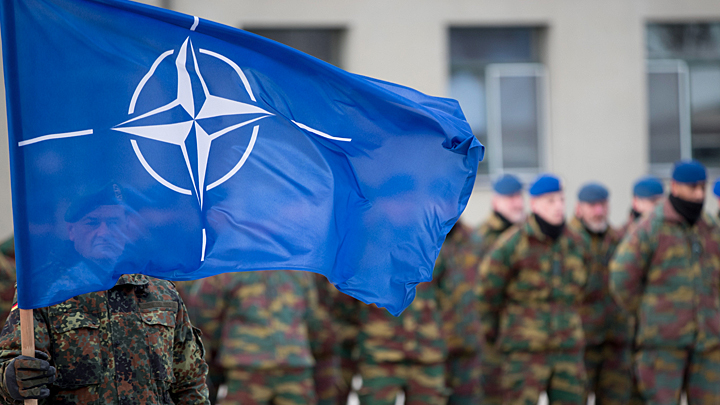 Агония НАТО, «сговор» Трампа и России, «хищники» в небе над Аляской