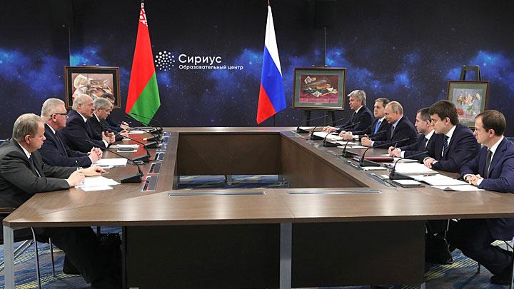 Восток или Запад: Куда Лукашенко ведёт Белоруссию