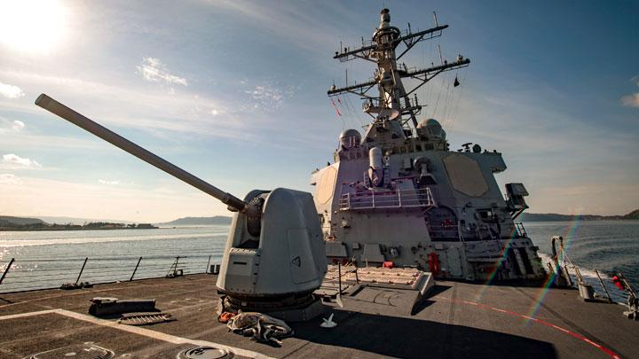 «За добавкой пришли»: Соцсети потешаются над эсминцем США в Чёрном море