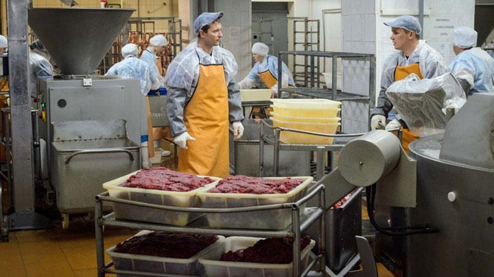 Нас травят, а мы крепчаем: Что не так с качеством продуктов в России