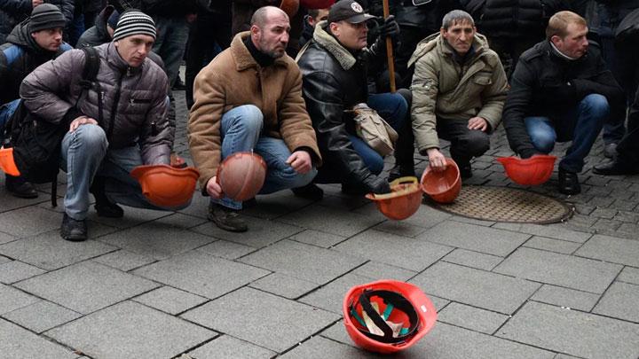 «Ты москаль, ты баран, а я барон де Порошан»: На Украине идёт предвыборная кампания