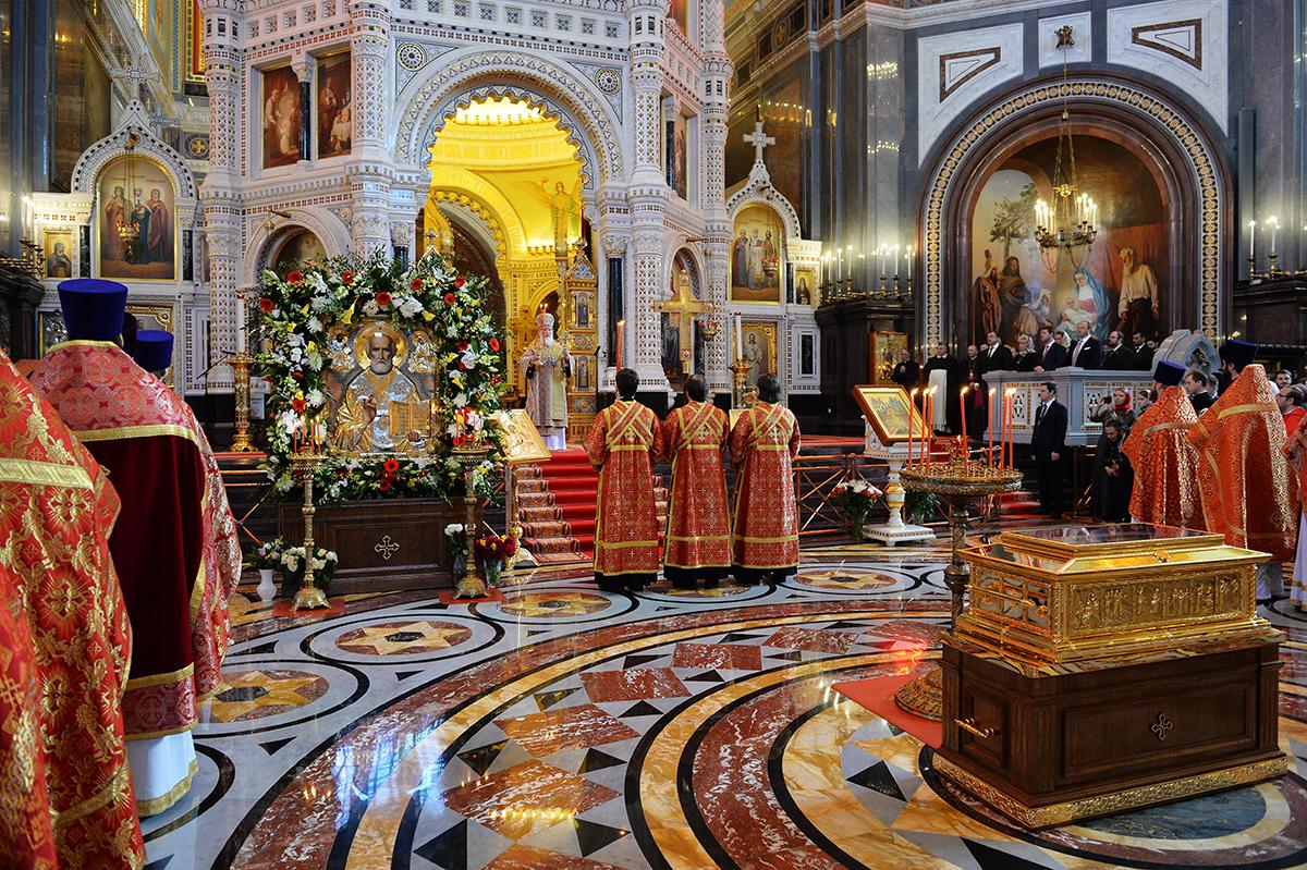 «Патриаршее служение в день памяти святителя Николая Чудотворца в Храме Христа Спасителя в Москве»