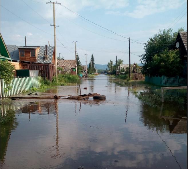 Сотни домов в Иркутской области ушли под воду из-за обрушившихся на регион ливней - фото