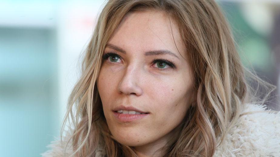 Певица Юлия Самойлова в аэропорту Шереметьево