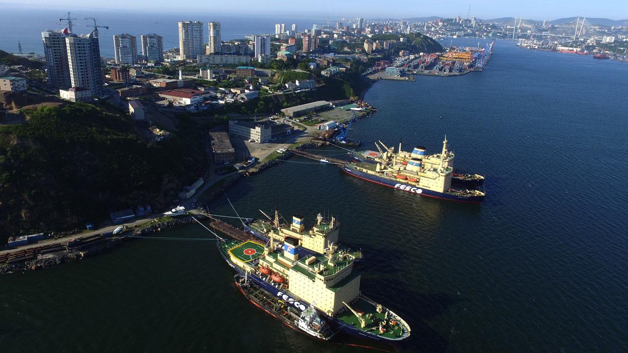 Владивосток. порт