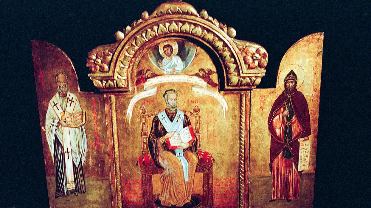 Триптих из храма-памятника на Шипкинском перевале (предположительно 60-е года XIX века). В центре святой Фотин - патриарх Константинопольский, слева - просветитель Мефодий, справа - Кирилл (НРБ).