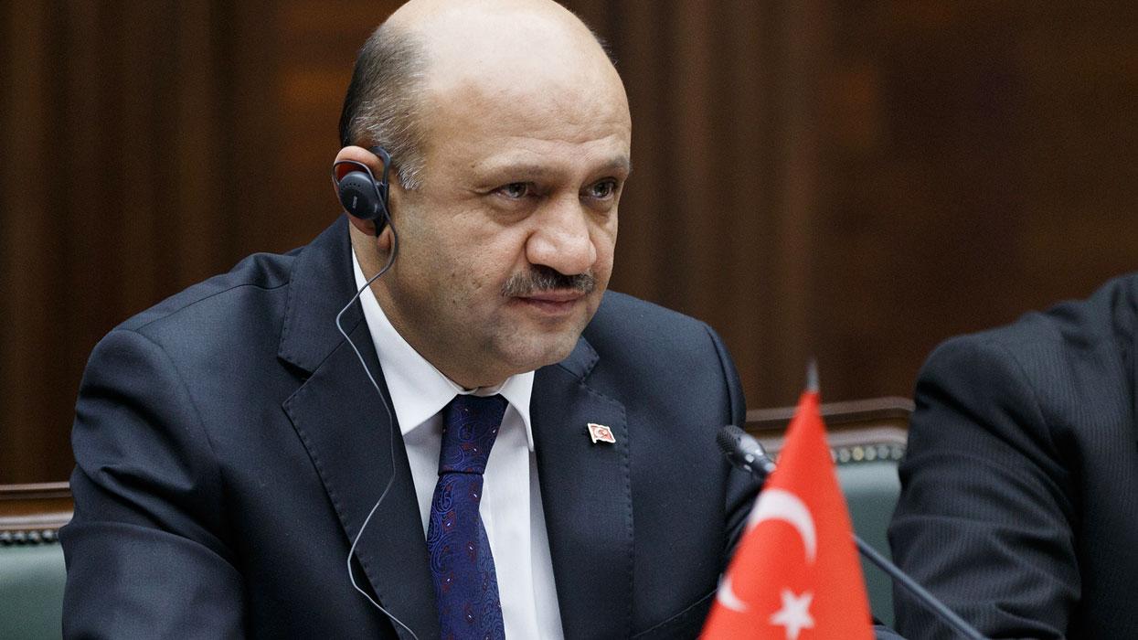 Министр обороны Турции Фикри Ышик