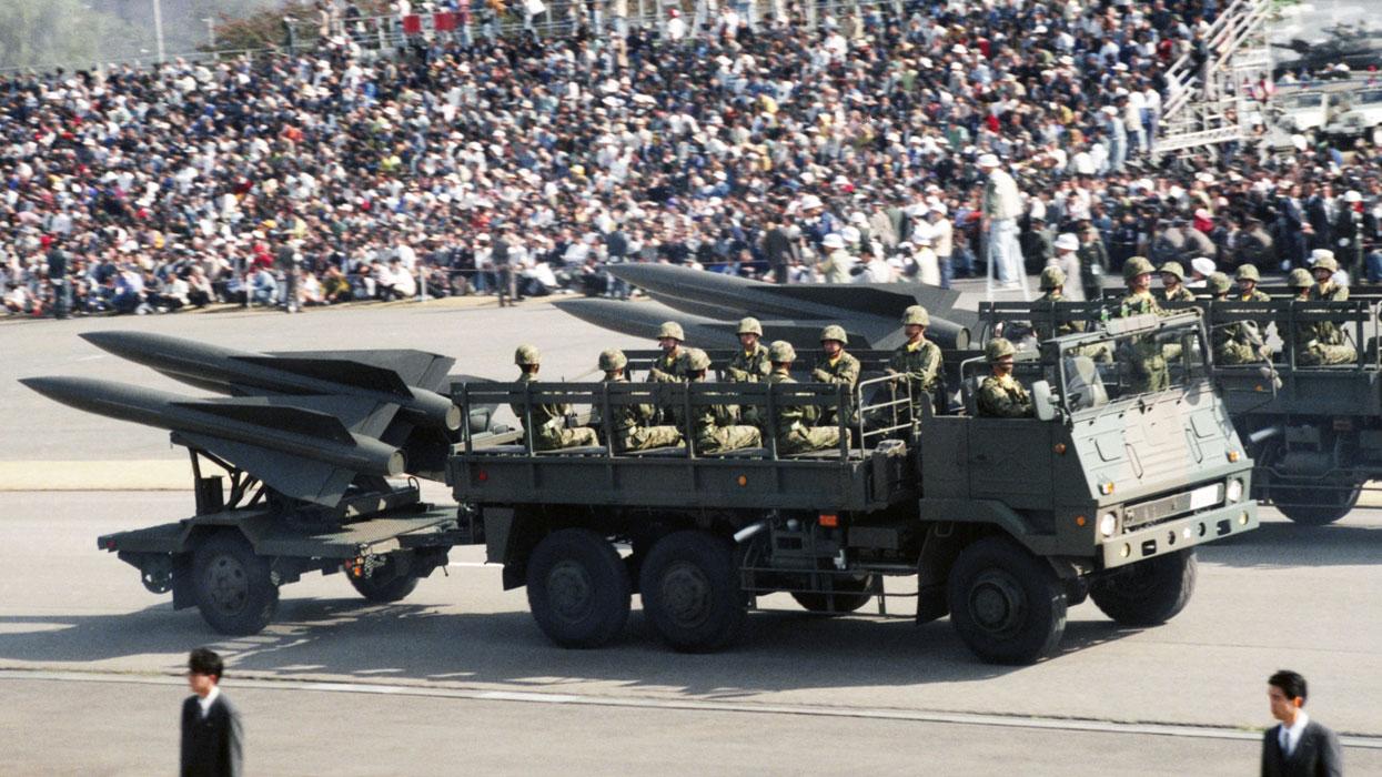 Парад сил самообороны Японии.