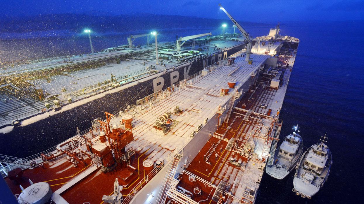 Головное судно новой серии арктических челночных танкеров