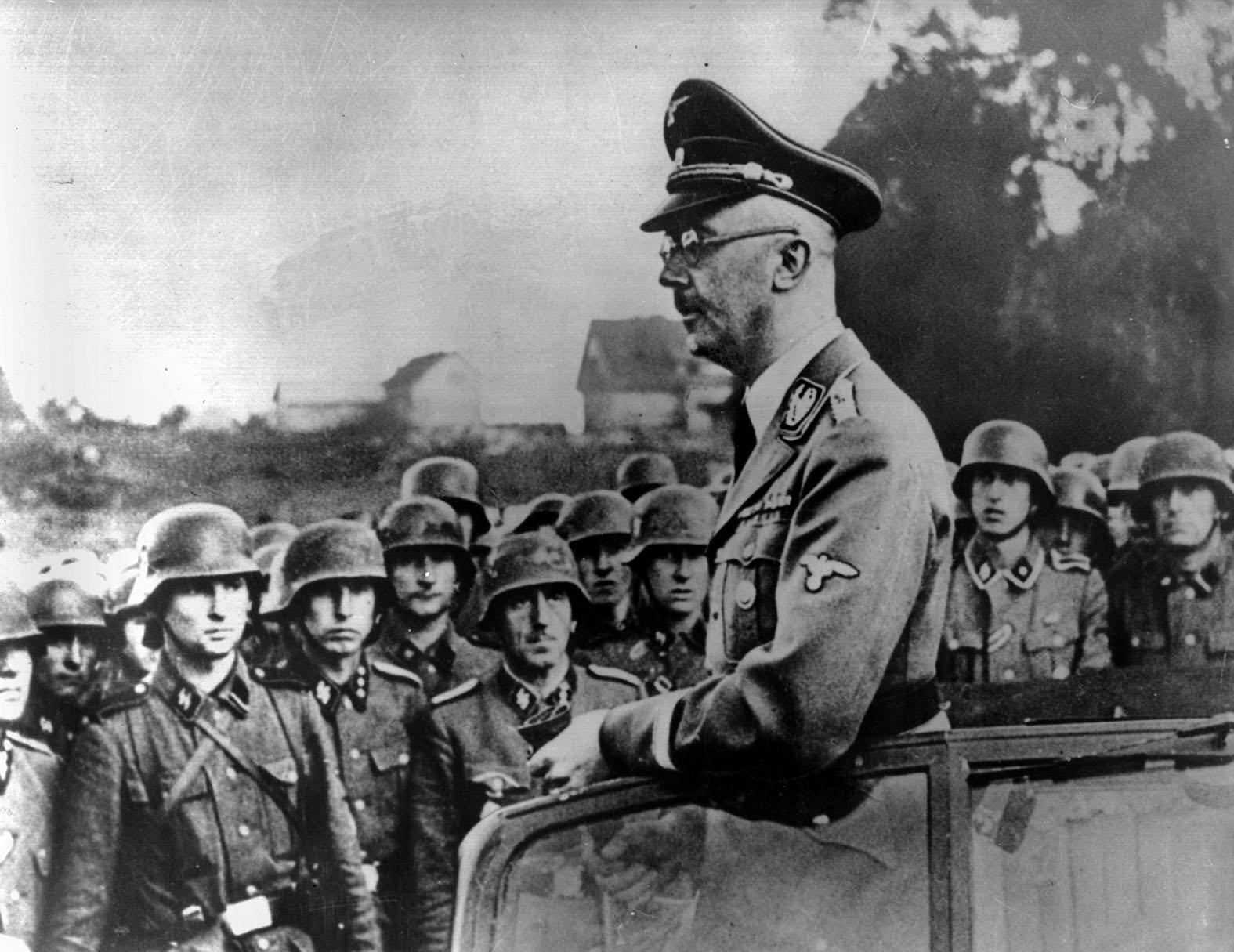 """""""Это зубы другого человека"""": Куда и почему пропал Гиммлер"""