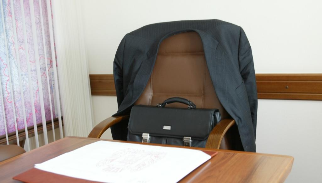 Макарошки для скотобазы: Когда чиновников заставят отвечать за хамство