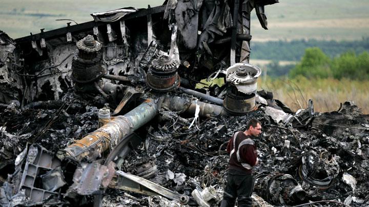 Теракт на борту, а не ракета: Пять новых доказательств в деле катастрофы рейса МН17 в Донбассе
