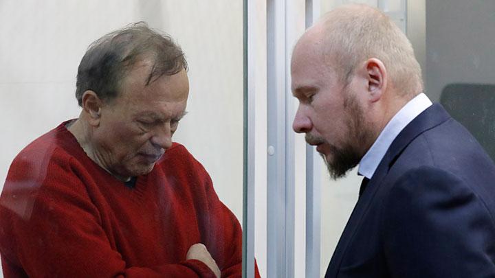 Профессор Соколов сидит в камере с маньяком и готовит книгу об убитой аспирантке