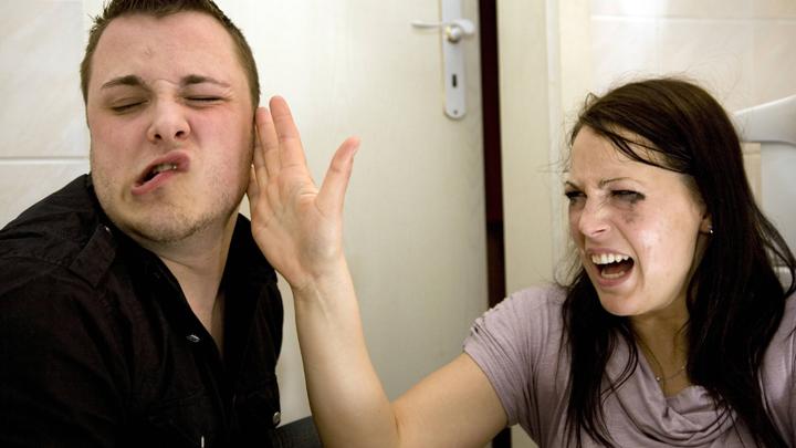 Как наказывать жену, давшую пощёчину мужу: «Охранным ордером», штрафом или сразу тюрьмой?