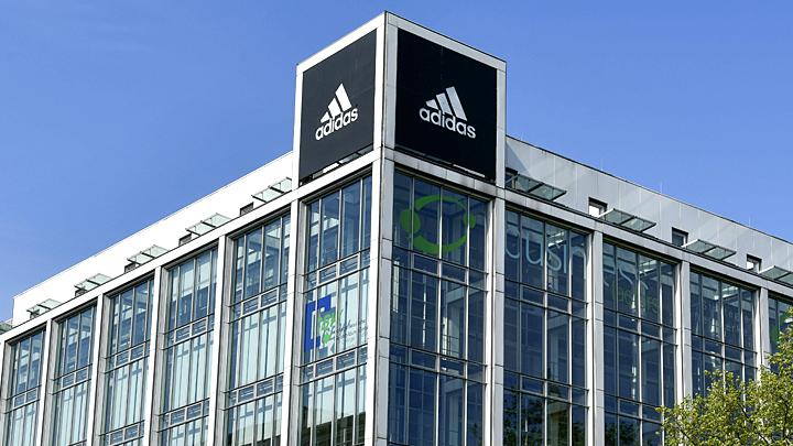 С поднятыми руками: Adidas объяснил, как правильно смотреть на форму футбольной сборной России