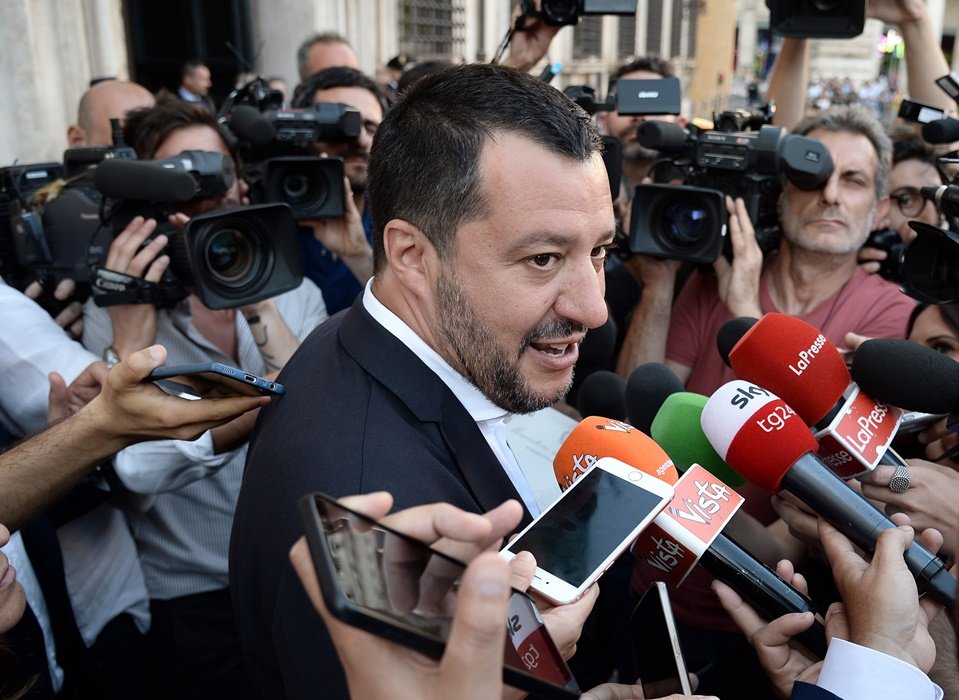 Картинки по запросу Маттео Сальвини («Лига Севера») в ходе предвыборной кампании прямо говорил, что «голос за его партию — это голос за отказ от евро и возврат к национальной валюте». Фото: www.globallookpress.com