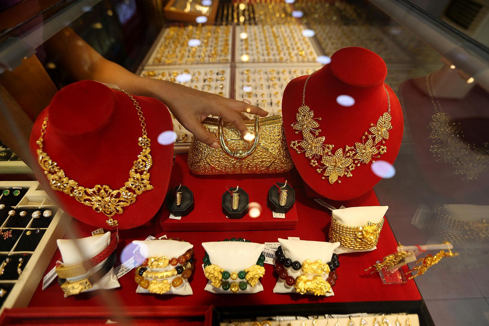"""Золото будет править миром: Срочно меняем доллары на """"ювелирку""""?"""
