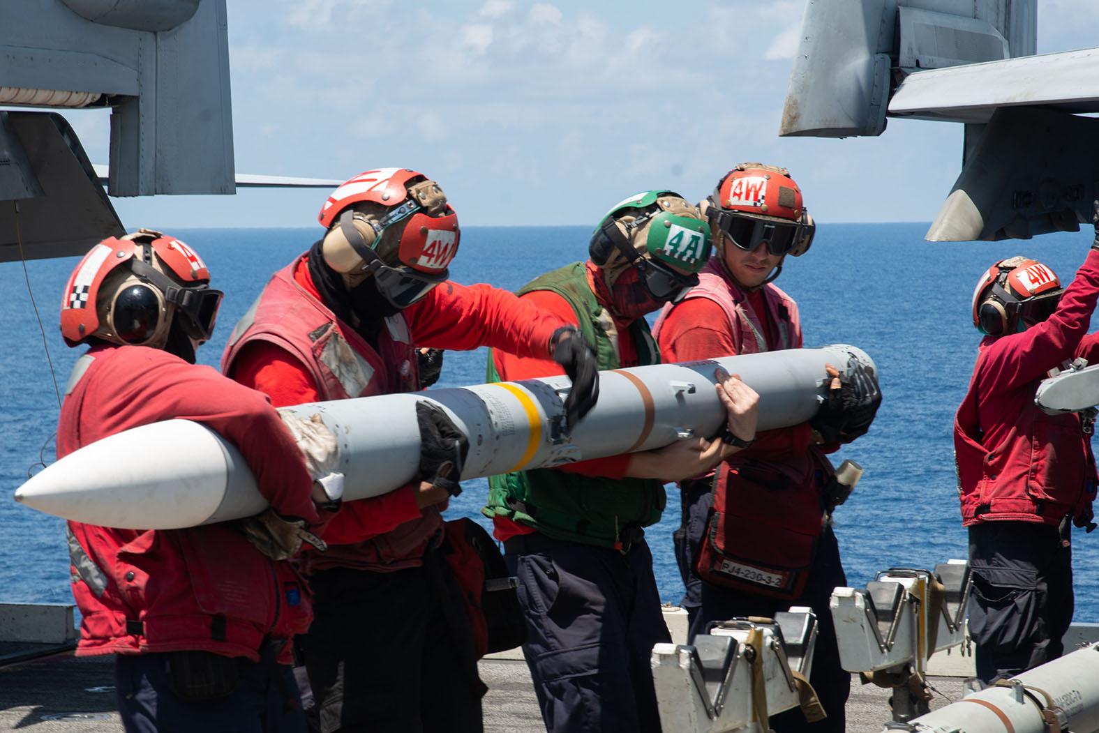 В войне с Россией или Китаем Америку ждёт крах: Лучшие аналитики США вынесли приговор