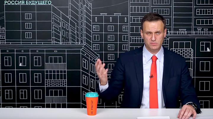"""Они """"спасают"""" Россию: Депутаты – хештегами и плакатами, оппозиция – """"мудрыми"""" советами"""