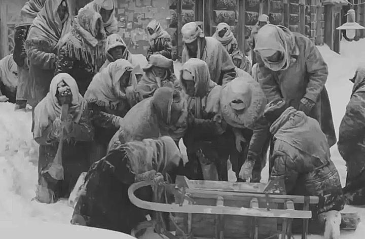 Нелакированная ложь: Зомби-апокалипсис блокадного Ленинграда