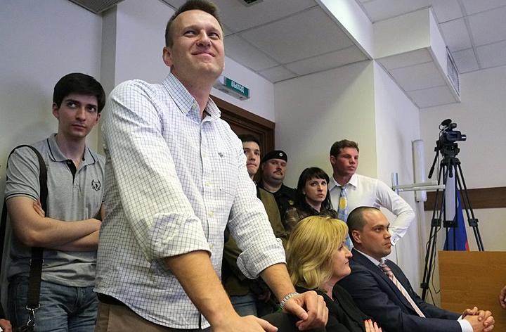 """""""Мочить журналистов"""" и президента: Кто подавал в суд на Путина и что из этого вышло"""