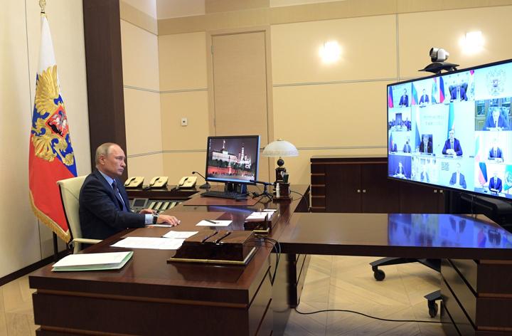 """Поддержали свой автопром и купили 650 """"Фордов"""": Как чиновники выполняют поручения Путина"""