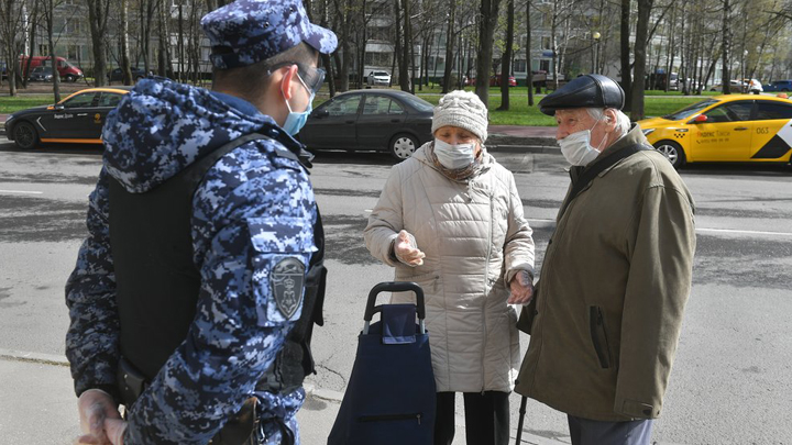 Карантин продлится несколько лет, заразятся сто миллионов: Эксперты об эпидемии в России