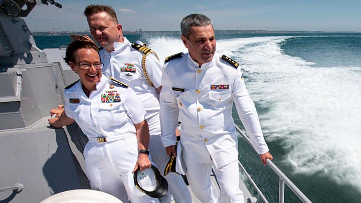 """Игры закончились: Навстречу кораблям НАТО в Баренцевом море вышел ракетный крейсер """"Маршал Устинов"""""""