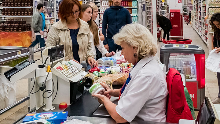 Коронавирус вызвал эпидемию у покупателей. Хватит ли туалетной бумаги в России?