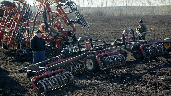 Крестьяне-роботы из будущего посадили ВШЭ в большую деревенскую лужу