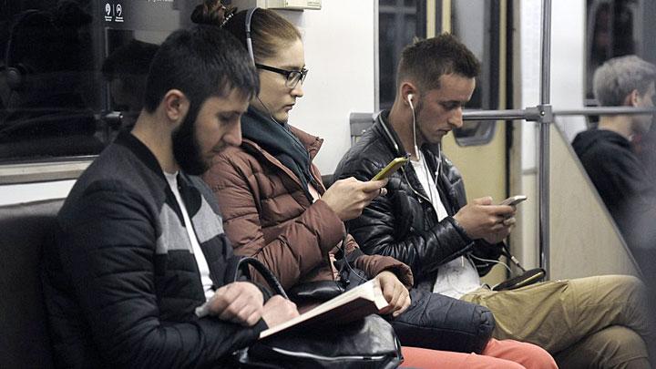 Спасите наши уши: Каждый десятый пассажир готов пустить в ход кулаки из-за громкой музыки