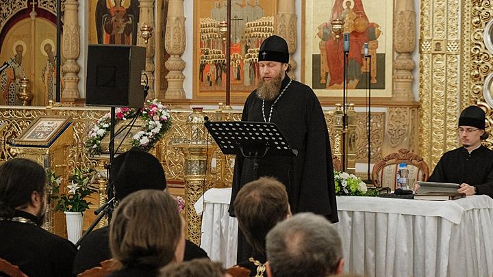 Лишить таинства и разобщить: Что стоит за попытками забыть церковнославянский язык