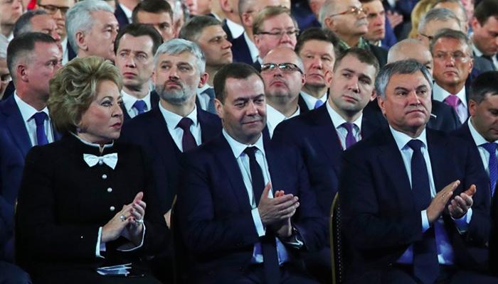 Сборник забойных анекдотов про отставку правительства Медведева