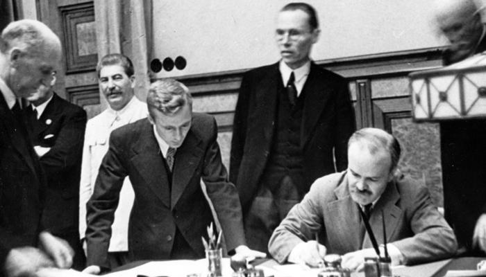 План Польши раскрыт. Русских хотят заставить стыдиться себя