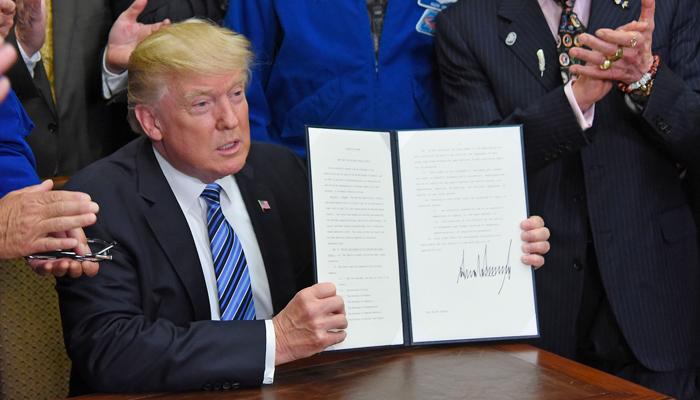 Трамп хочет оставить свой след на Луне. Любой ценой