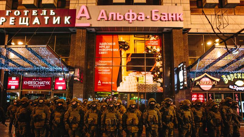 Непотопляемый, патриотичный, нераскрытый: Что не так с «отцом» «Альфа-банка»?