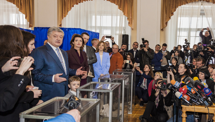 Обзор СМИ: Комик в Киеве и план новых санкций в Белом доме