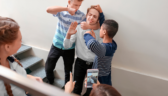 Школьные трагедии: Как уберечь детей от издевательства сверстников
