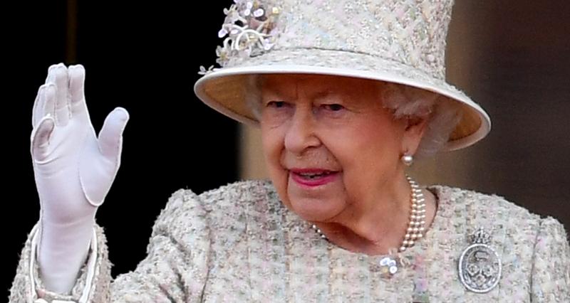Борис Джонсон убивает королеву