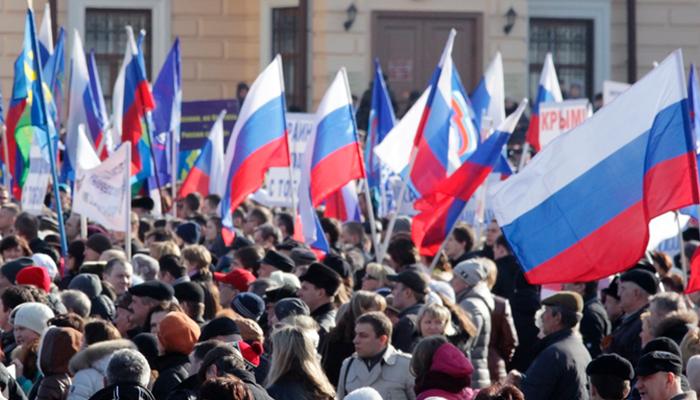 Дайджест СМИ: Протесты в России, немцы любят Макрона, Пентагон бежит из Африки