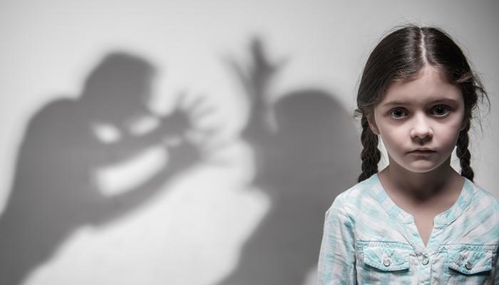 «Он угрожал меня убить!» В Таджикистане 46-летний мужчина женился на 12-летней девочке. ВИДЕО