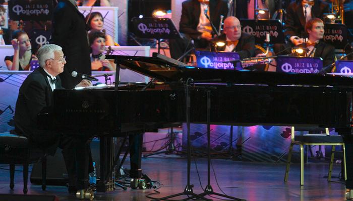 «Моя музыка для всех. Кроме русских»: Как советские звёзды отрекаются от страны, благодаря которой стали знамениты