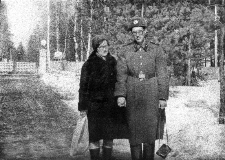 Андрей Норкин с мамой. Фото из книги