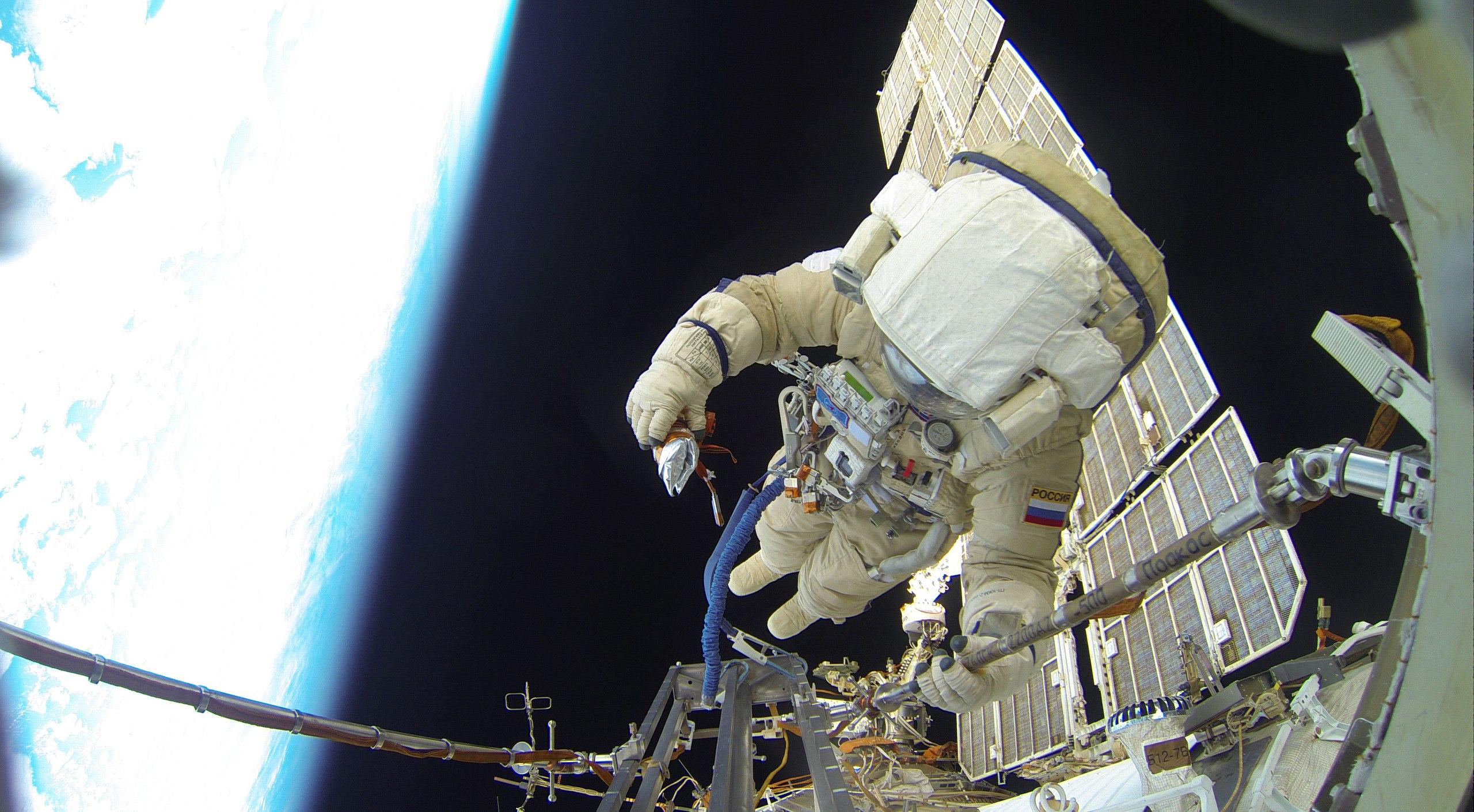 Космонавт Сергей Волков - автор селфи в космосе