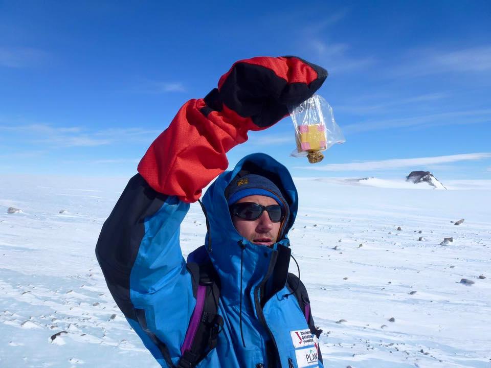 Участники антарктической экспедиции за метеоритами
